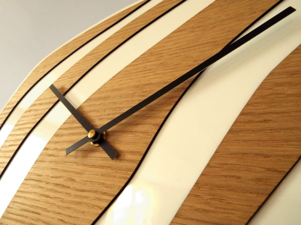 Horloge Galet design bois blanc made in France Atelier Thorey Découpe laser