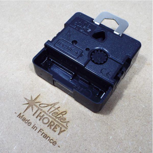 Horloge Galet design bois made in France Atelier Thorey Découpe laser mécanisme Quartz UTS