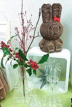 Tirelire lapin et vases en plexiglas