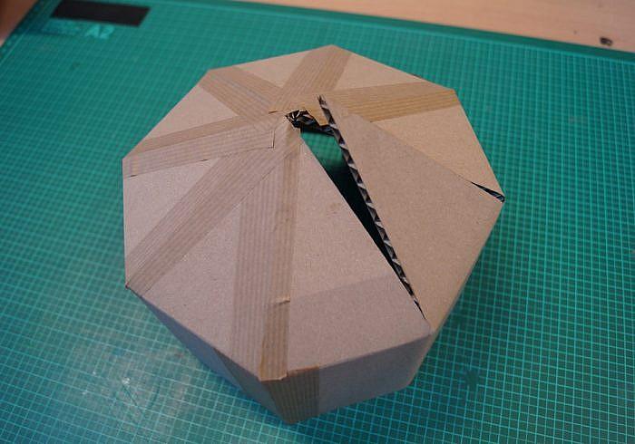 Découpe laser carton casque chevalier - assemblage