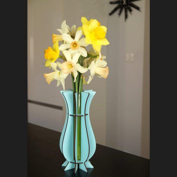 Vase bleu ciel en bois Mum