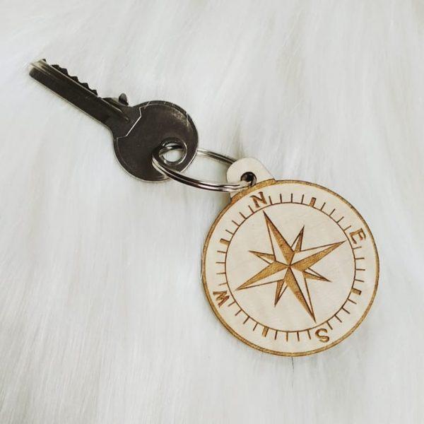 Porte-clé boussole bois coordonnées GPS