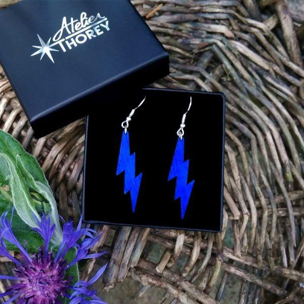 boucles d'oreilles bois éclair bleu électrique